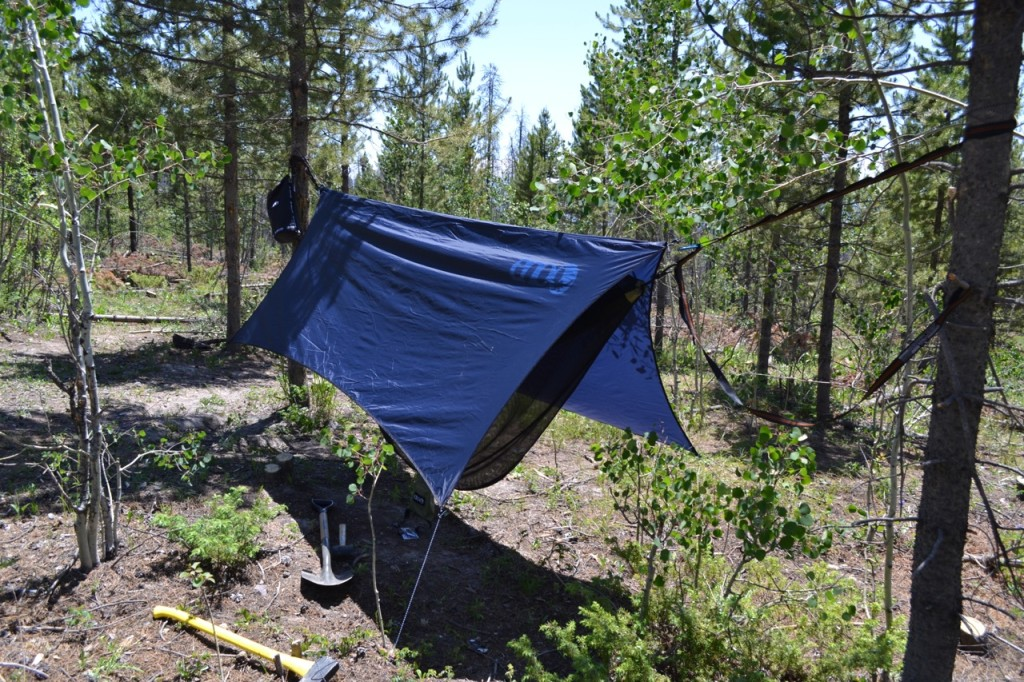 choosing the best camping hammock best camping hammock   latest detailed reviews   thereviewgurus  rh   thereviewgurus