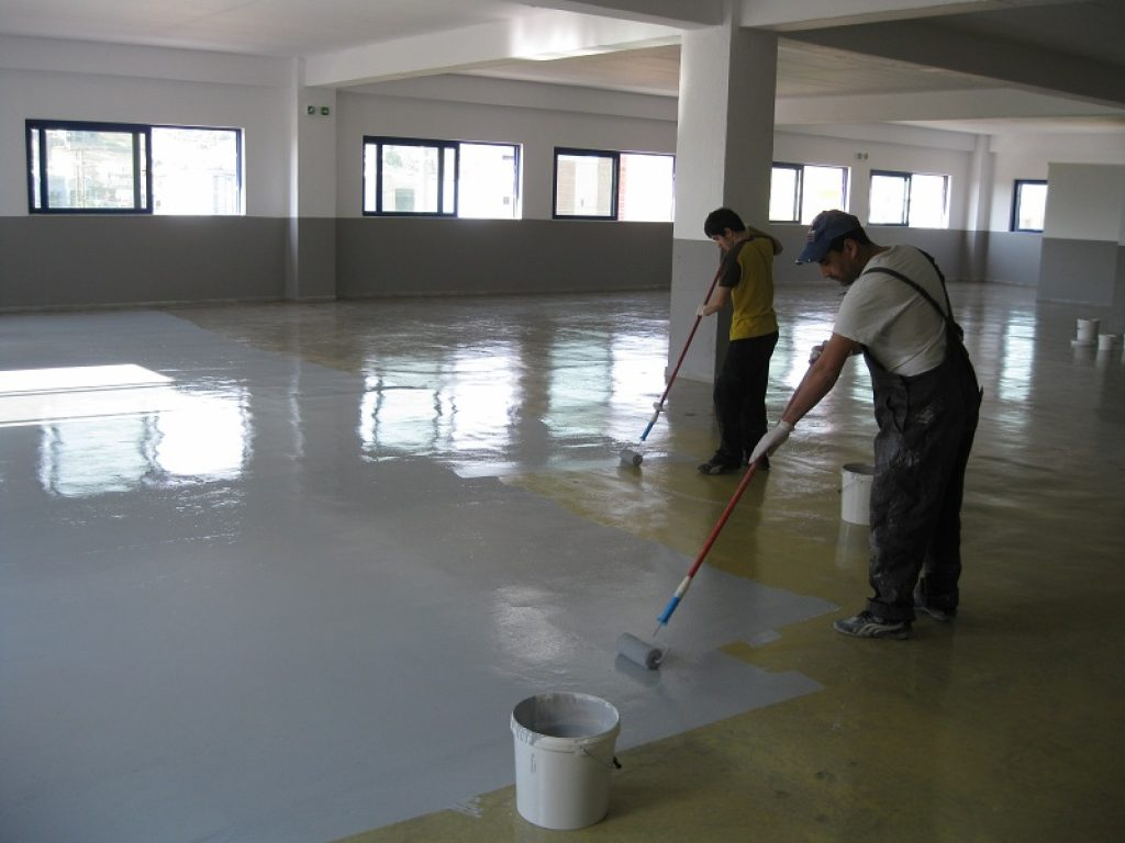 applying garage floor coating
